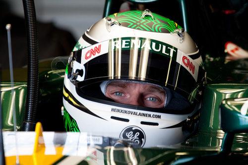 Primer plano de Heikki Kovalainen sentado en el Caterham