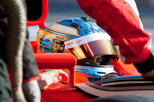 Charles Pic sentado en el Marussia en los test de Barcelona
