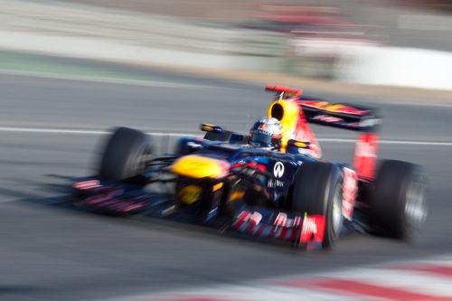 Sebastian Vettel a toda velocidad en los test de Barcelona