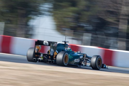 Vista posterior del Caterham de Heikki Kovalainen