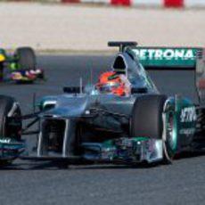 Michael Schumacher rueda en los test de Barcelona