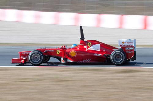 Fernando Alonso en acción en Barcelona