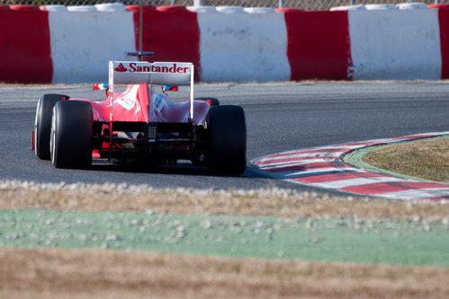 Vista posterior del Ferrari F2012 en los test de Barcelona