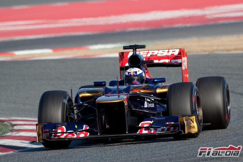 Daniel Ricciardo en acción en los test de Barcelona