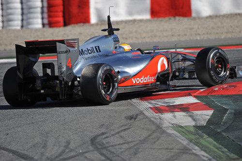 Lewis Hamilton con el McLaren en Barcelona