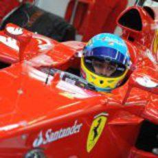 Fernando Alonso sentado en el F2012