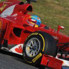 Fernando Alonso pilotando en los test de pretemporada 2012
