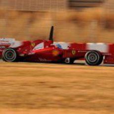 Alonso pisa a fondo en los entrenamientos de pretemporada 2012