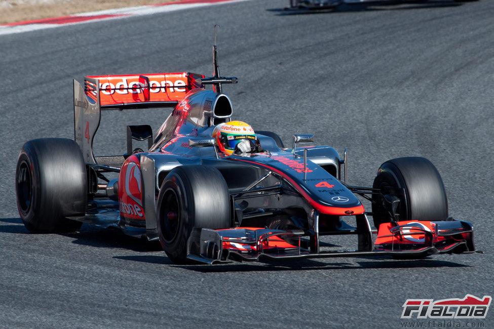 Lewis Hamilton con el McLaren en los test de pretemporada