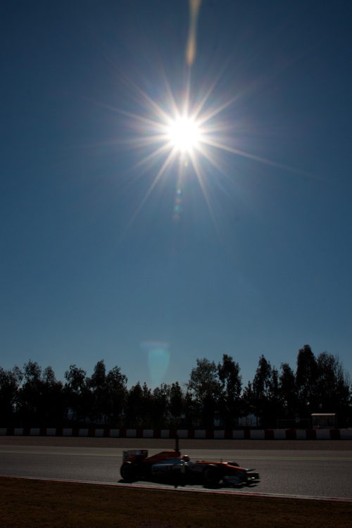 El Force India bajo el sol en Montmeló