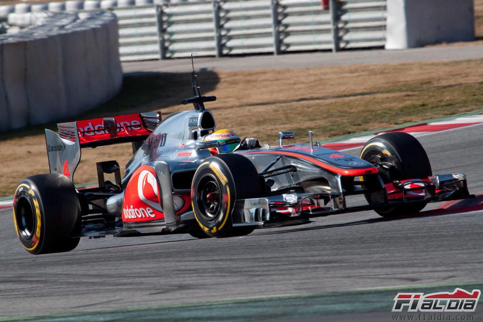 Hamilton acumula kilómetros en los test de Montmeló
