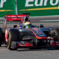 Hamilton rueda en los test de Barcelona con McLaren