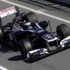 Bottas sale de boxes en los test de Barcelona