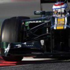 Vitaly Petrov al volante del Caterham CT01 en los test