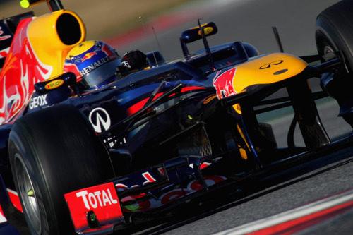 Webber rodando en Montmeló con el RB8