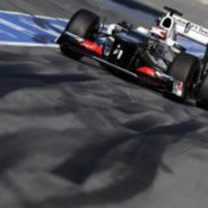 Kamui Kobayashi sale de boxes en los test de Barcelona