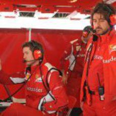 Rob Smedley en el box de Ferrari en Barcelona