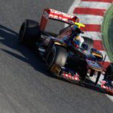 Jean-Eric Vergne con el Toro Rosso en los test de Barcelona
