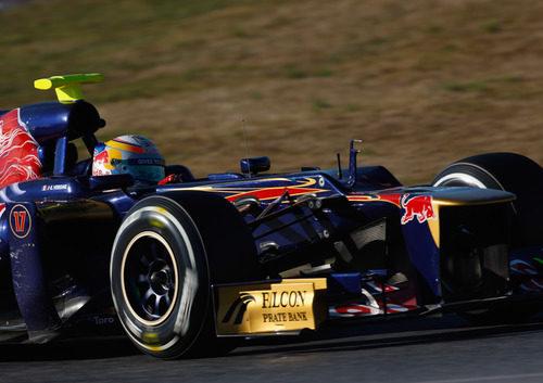 Jean-Eric Vergne rueda con el STR7 en Montmeló