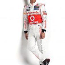 Hamilton posa con el nuevo logo de McLaren
