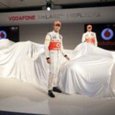 Button y Hamilton destaparán el MP4-27