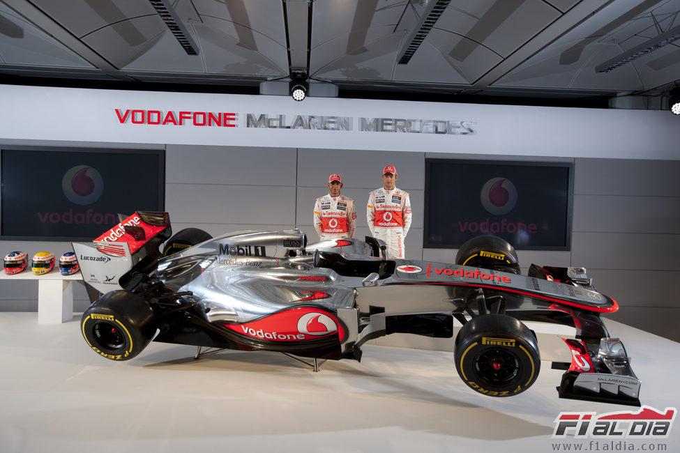 Hamilton y Button con el McLaren MP4-27