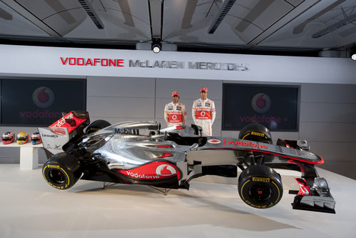 Hamilton y Button con el McLaren MP4-27