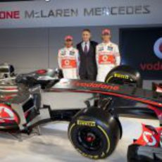 Hamilton, Whitmarsh, Button y el MP4-27