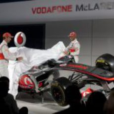 Jenson Button y Lewis Hamilton desvelan el MP4-27