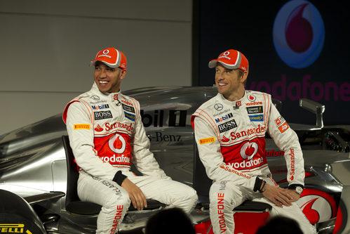 Lewis Hamilton y Jenson Button felices en la presentación del MP4-27