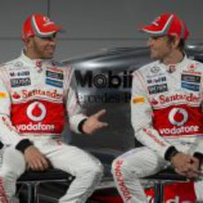 Lewis Hamilton y Jenson Button en Woking