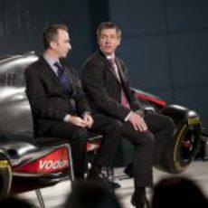 Paddy Lowe y Tim Goss en la presentación del McLaren de 2012