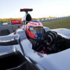 Primer plano de Button en el McLaren MP4-27