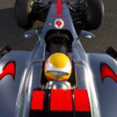 Plano superior de Lewis Hamilton en el McLaren