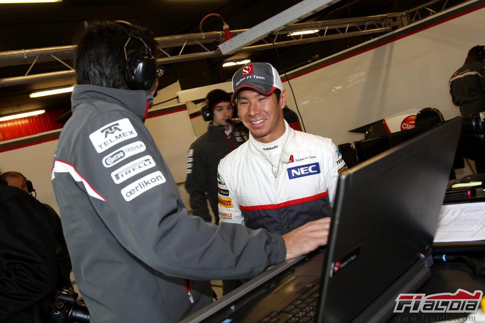Kamui Kobayashi se divierte en los test de Barcelona