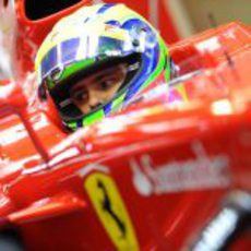 Felipe Massa sentado en el F2012 en Barcelona