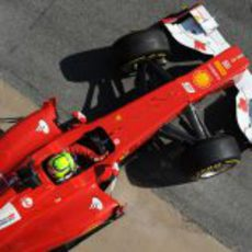 Felipe Massa sale de so box en los test de Barcelona