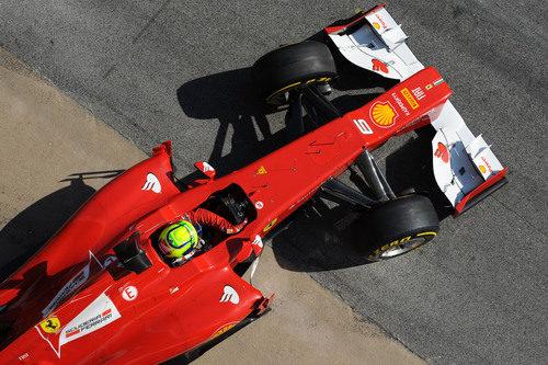 Felipe Massa sale de so box en los test de Barcelona