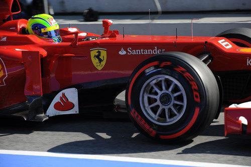 Felipe Massa con los Pirelli superblandos en Barcelona