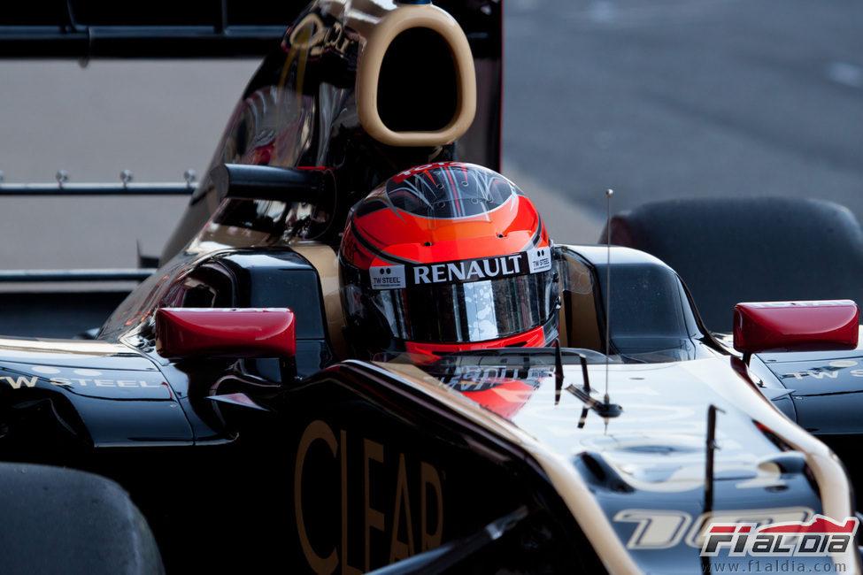 Romain Grosjean en su Lotus en Barcelona