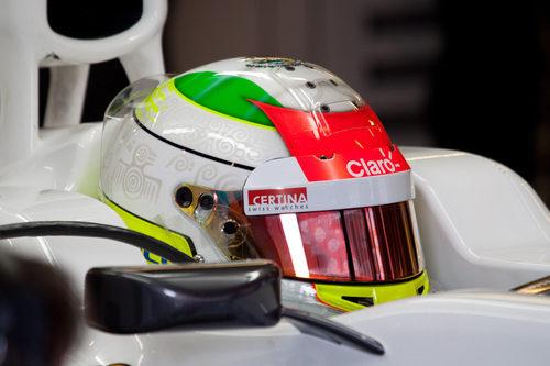 Primer plano de Sergio Pérez en su Sauber