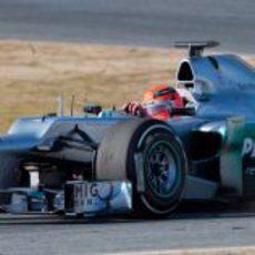 Schumacher al volante del W03 en Montmeló