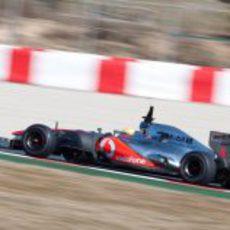 Lewis Hamilton rueda con el MP4-27 en Barcelona