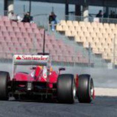 Alonso sobre el asfalto de Montmeló