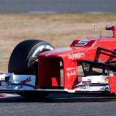 Plano cercano del alerón delantero del Ferrari F2012