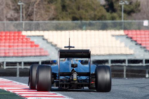 Hamilton rueda con el MP4-27 en Montmeló