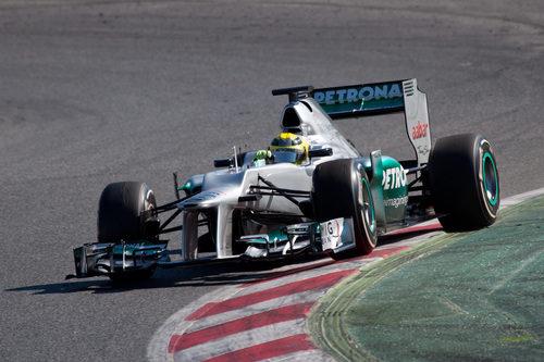 Nico Rosberg se sube por los pianos en Montmeló