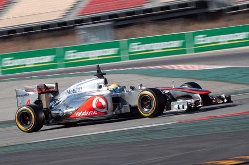 Lewis Hamilton con el MP4-27 en los test
