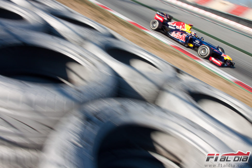 El RB8 de Vettel desde las barreras