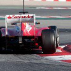 Felipe Massa se sube por los bordillos con el F2012